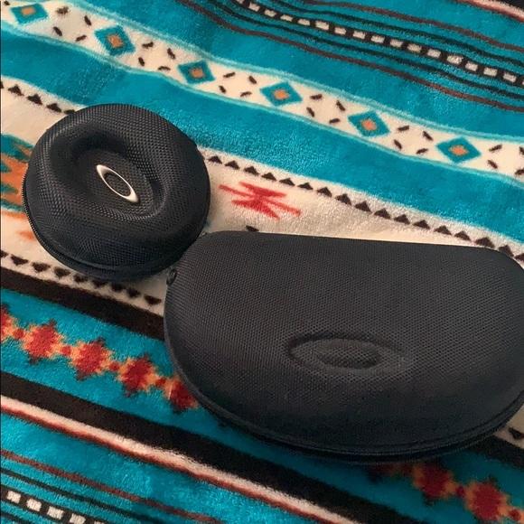 Oakley eyeglass case and earphone case